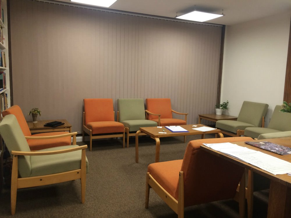 Photo of room with comfortable cushioned chairs for the Hypnotherapists Group Events